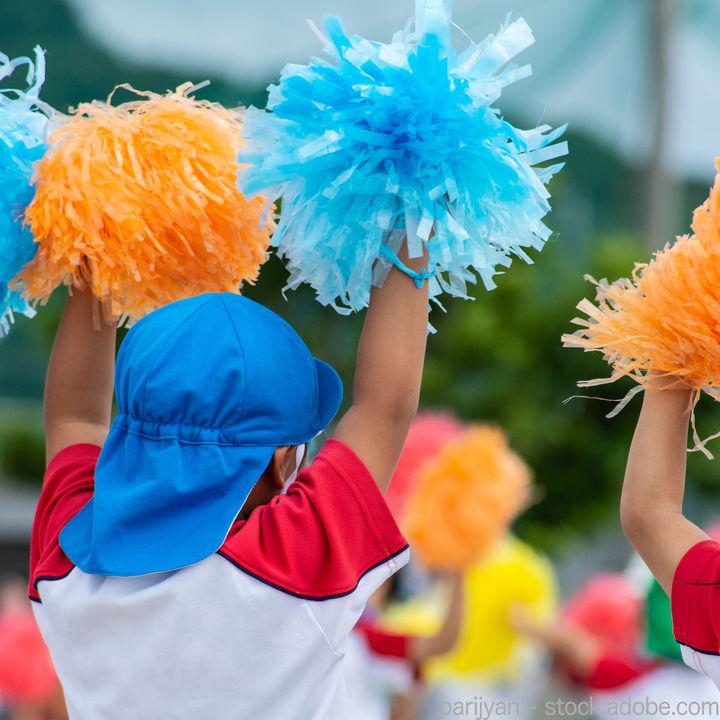 運動会の年中の競技。ダンスや個人・団体・親子競技などの種目