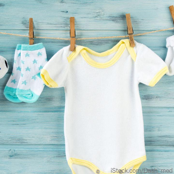 出産準備で必要な服とは。赤ちゃんの服の種類・枚数・サイズ