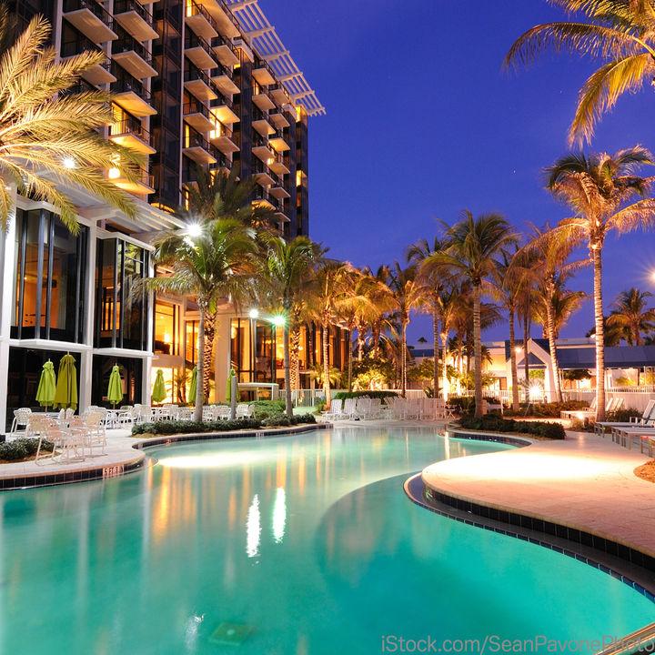 家族で泊まるホテルを選ぶとき。プールで遊ぶなどのすごし方